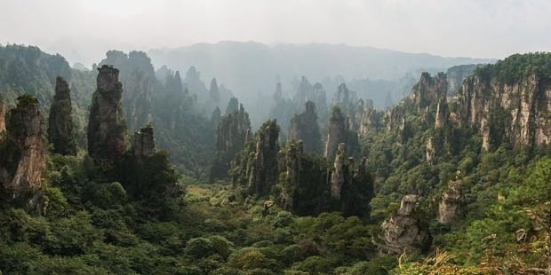 Столбы из песчаника в национальном лесном парке Чжанцзяцзе