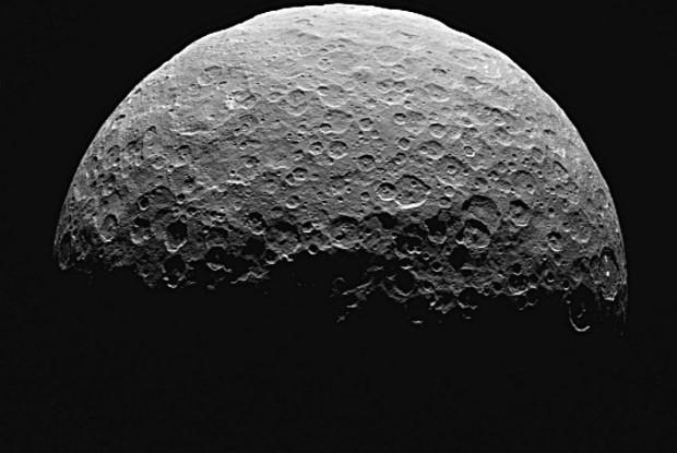 Ученые обнаружили у Цереры огромную водную оболочку