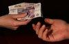 Большинство россиян сочли ограничение расчетов наличными ущемлением прав