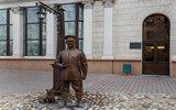 Туристы из России три часа провели в милицейском участке в Минске из-за фото с памятником городовому