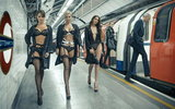 В лондонском метро прошел показ новой коллекции нижнего белья