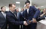 Дмитрию Медведеву представили прибор для быстрого сна