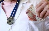Почти 25% российских врачей получали указания навязывать платные услуги