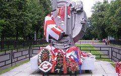 Памятник погибшим болельщикам. Фото с сайта wikipedia.org