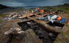 Археолог Патрисия Сазерленд на раскопках. Фото с сайта ameba.jp