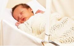 Ребенок в колыбели. Фото с сайта babyplaza.ru