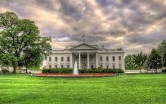 Тучи над Белым домом. Фото с сайта artfile.ru