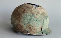 Бронзовый шлем железного века. Фото с сайта thehistoryblog.com