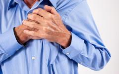 Боль в сердце. Фото с сайта infomedical.ru