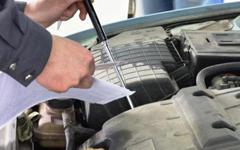 Осмотр автомобиля - Проверка уровня масла в двигателе.