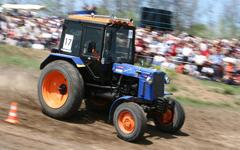 Трактор, фото с сайта bizonagro.ru