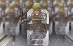 Булыжник – оружие пролетариата, щит – полицейского