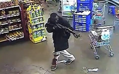 Боевик в ТЦ Westgate в Найроби. Стоп-кадр с видео в YouTube