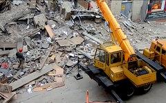 Обрушение стены дома в Барнауле 18.07.2013. Стоп-кадр с видео в YouTube