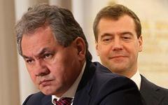 Сергей Шойгу и Дмитрий Медведев. Коллаж © KM.RU