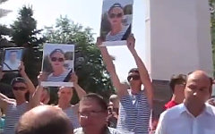 Митинг в Пугачеве. Стоп-кадр с видео в YouTube