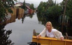 Анастасия Волочкова на затопленной улице. Фото из личного аккаунта в Twitter