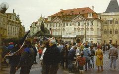 Демонстранты на Староместской площади в Праге, 1989 г. Фото с сайта wikipedia.or