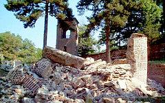 Храм Богородицы Одигитрии у Мушутиште после разрушения. Фото с сайта kosovo.net