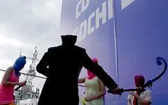 Акция Pussy Riot в Cочи. Стоп-кадр из видео в YouTube