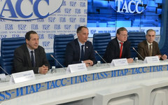 А.Паршев, К.Бабкин, М.Делягин, А.Кобяков. Фото пресс-службы МЭФ