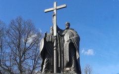 Памятник Кириллу и Мефодию в Москве. Фото C.caramba2010 с сайта wikipedia.org