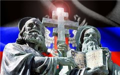 Памятник Кириллу и Мефодию. Коллаж © KM.RU