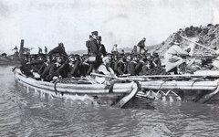 Японские войска переправляются через реку. Фото с сайта wikimedia.org