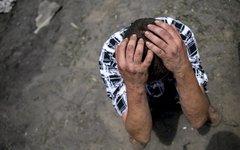 Житель станицы Луганская после авиаудара ВС Украины