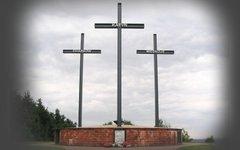 Памятник жертвам расстрела у подножия Лысой горы в Польше