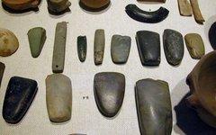 Неолитические артефакты. Фото с сайта wikimedia.org