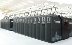 Суперкомпьютер «Ломоносов». Фото с сайта msu.ru