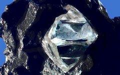 Алмаз в материнской породе. Фото с сайта wikimedia.org