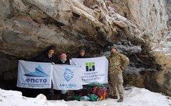 Команда экспедиции у Ящика Пандоры. Фото с сайта tpu.ru