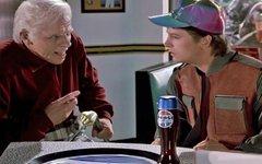 Стоп-кадр из фильма «Назад в будущее» с рекламой «Пепси»