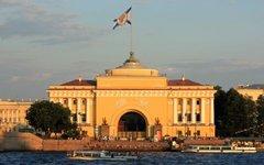 Главный штаб ВМФ в Санкт-Петербурге. Фото Kora27 с сайта wikimedia.org