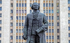 Памятник Ломоносову на фоне МГУ © KM.RU, Илья Шабардин