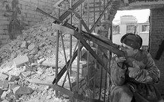 Cоветский пулеметчик в разрушенном доме Сталинграда. Фото с сайта art-on.ru
