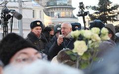 Журналист Николай Сванидзе просит не создавать давки © KM.RU, Алексей Белкин