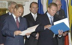 Виктор Медведчук (в центре) в 2004 году. Фото с сайта kremlin.ru