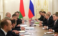 «Нефть» пишем - «транзит» в уме: Кремль прижимает Лукашенко?