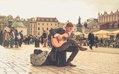 Учись, Прибалтика: Польша удерживает от эмиграции молодежь