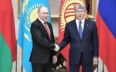 «Киргизский сценарий» ухода от власти породил войну двух президентов