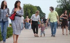 Что мешает сделать нормой семью с тремя детьми