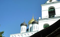 Твердость питерского губернатора для патриархии удобнее, чем демократизм Москвы,