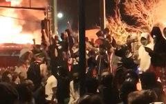 черные учиняют грабежи в США под прикрытием беспорядков