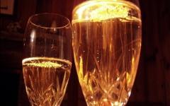 Бокалы с шампанским. Фото с сайта ookaboo.com