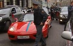 Свадебный кортеж. Кадр из видео канала «Россия 24»