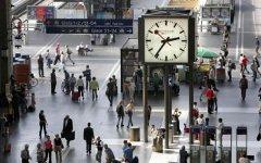 Часы на одном из вокзалов в Швейцарии. Фото с сайта tagesanzeiger.ch