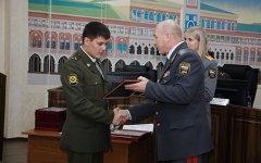 Награждение полицейского. Фото с сайта mvd-old.gov12.ru